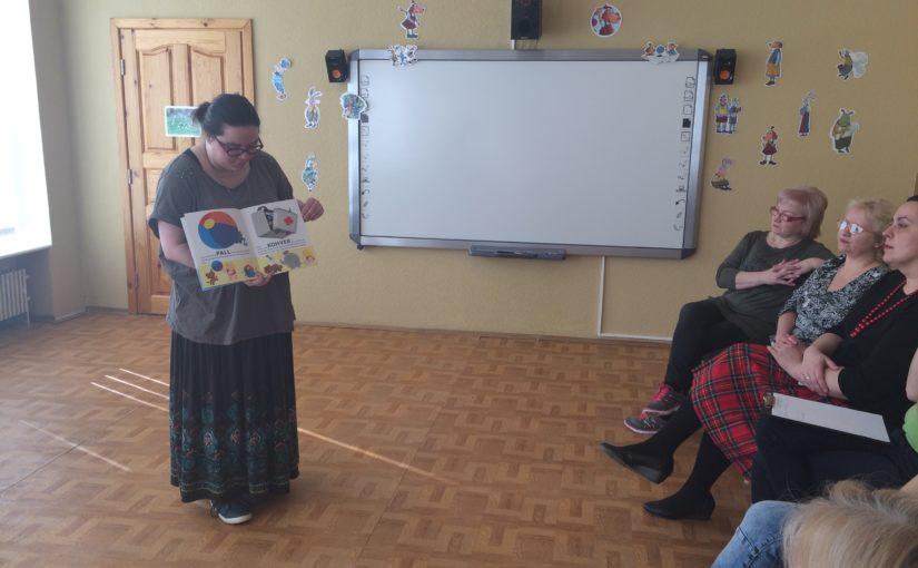 Meil külas on Narva Keskraamatukogu esindaja